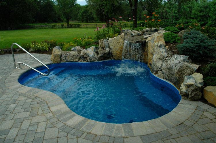 Foto della piccola piscina interra n.09
