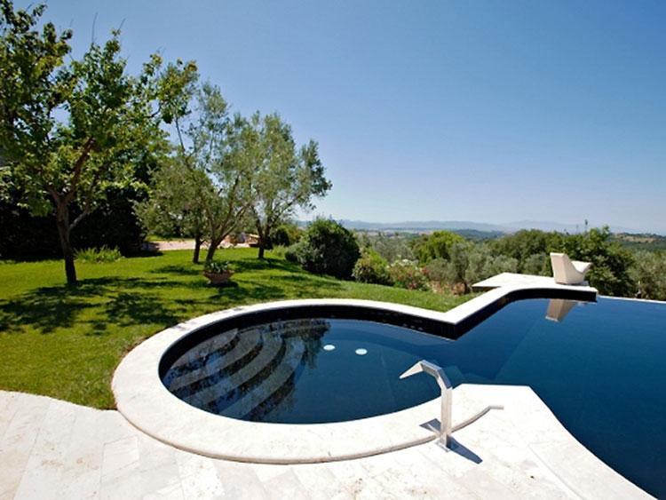 Foto della piccola piscina interra n.11