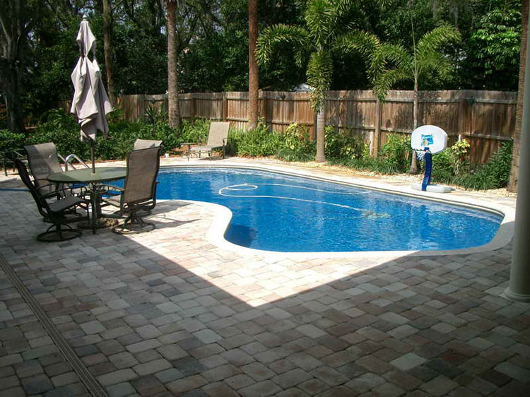 Foto della piccola piscina interra n.12