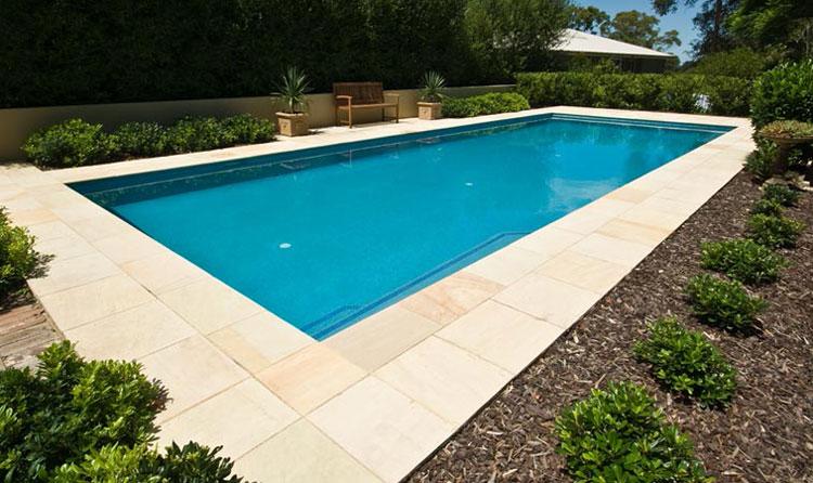 Foto della piccola piscina interra n.15