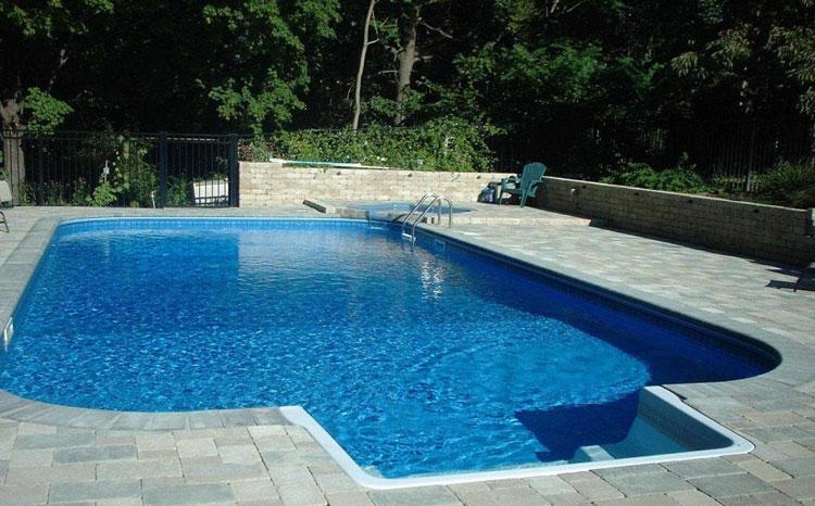 Foto della piccola piscina interra n.28