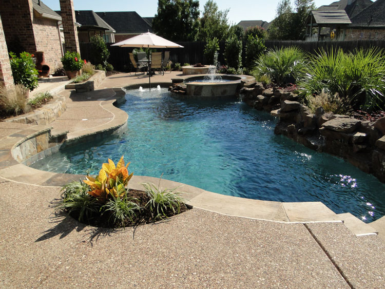 Foto della piccola piscina interra n.39