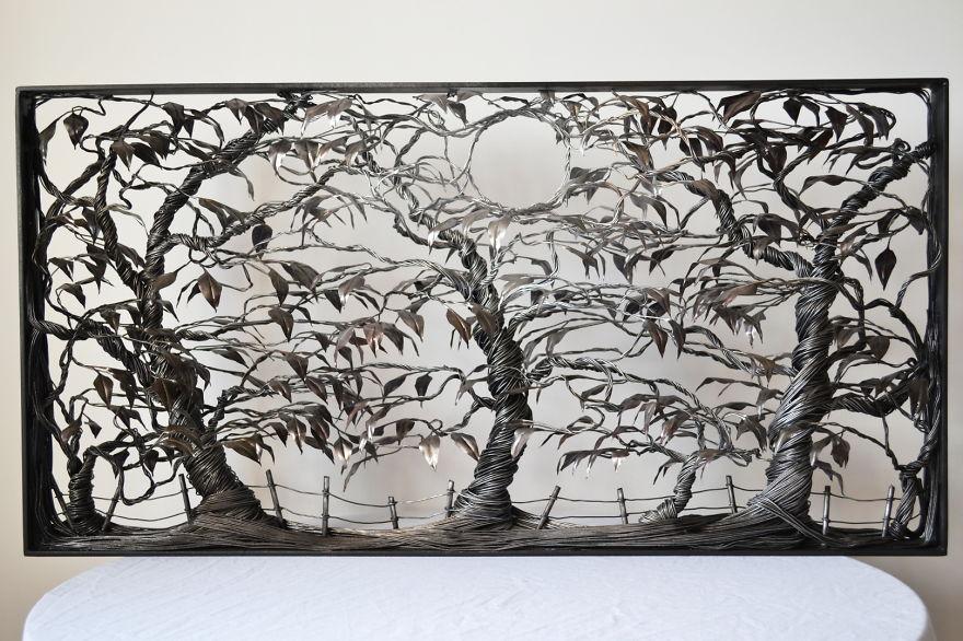Scultura ispirata ad una foresta creata con filo di ferro