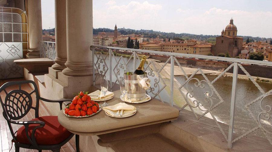 Vista dall'hotel di lusso The St Regis Firenze