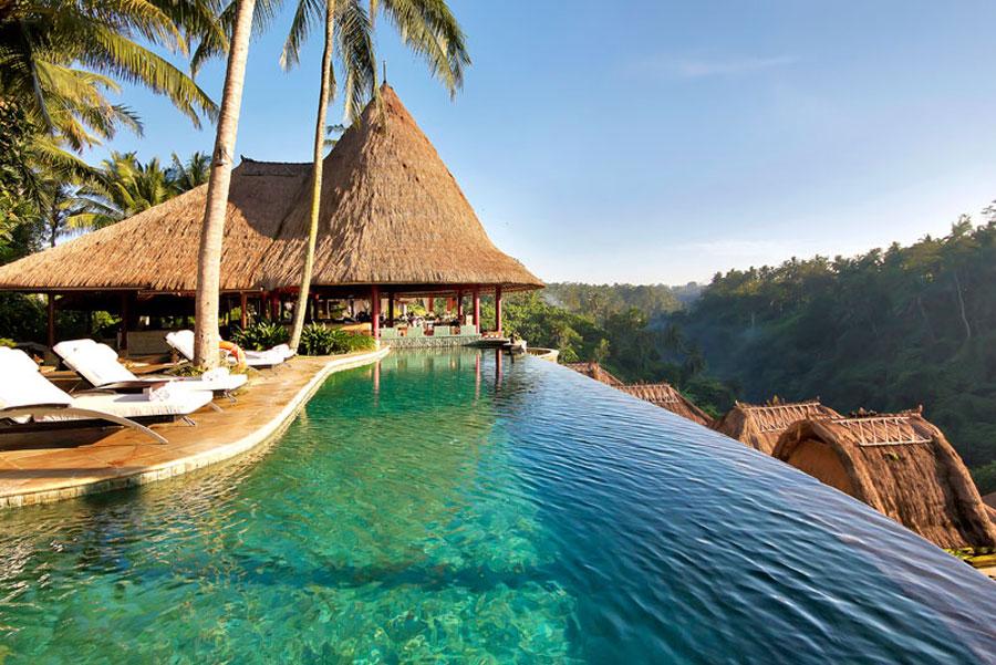Piscina dell'hotel da sogno Viceroy di Bali