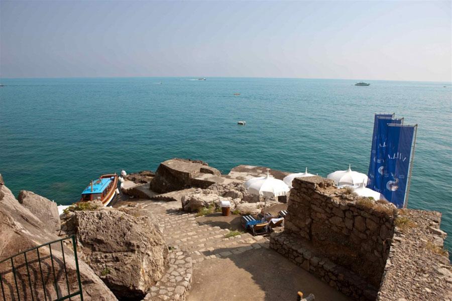 Discesa a mare dell'hotel di lusso Villa Tre Ville