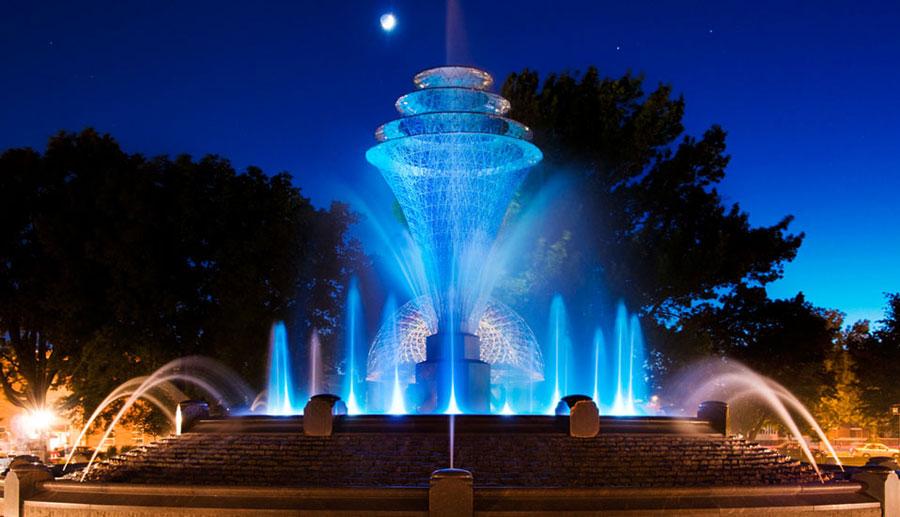 Foto della fontana moderna del Bayliss Park negli USA