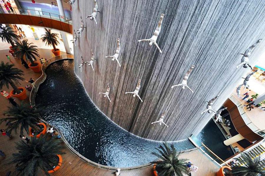 Foto della fontana moderna del Dubai Mall
