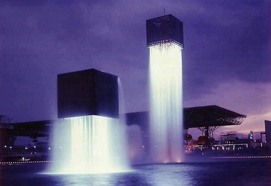 Foto della fontana moderna Floating in Giappone