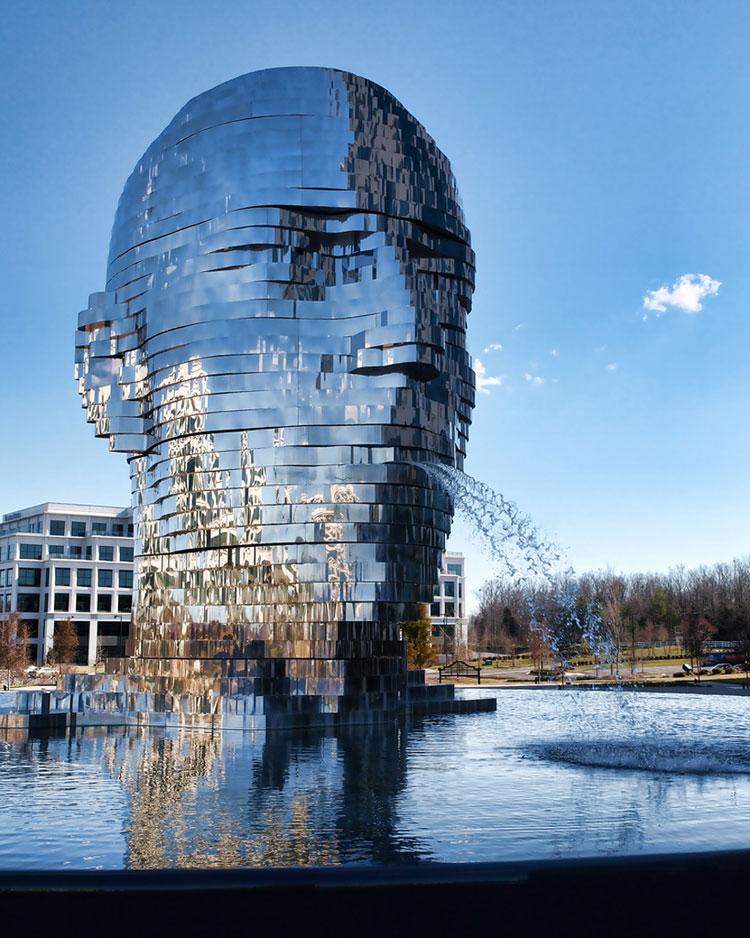 Foto della fontana moderna Metalmorphosis