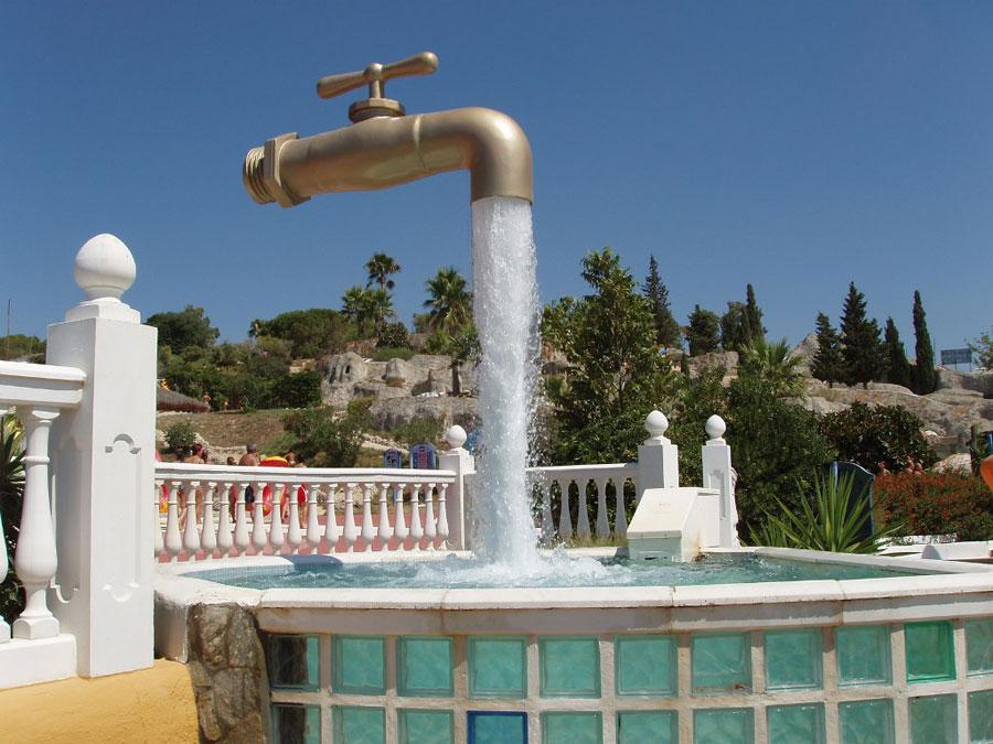 Foto della fontana moderna Tap in Spagna