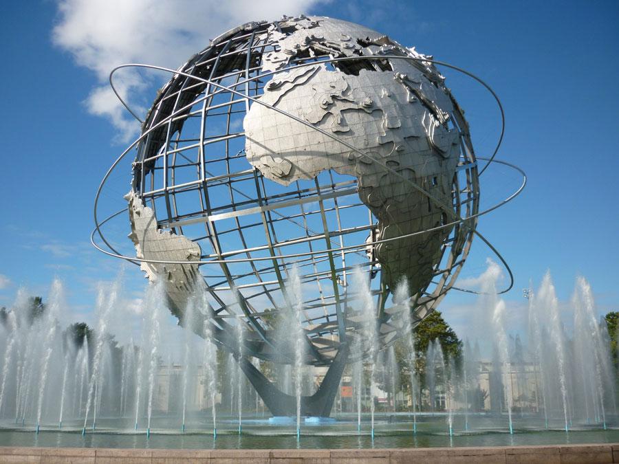 Foto della fontana moderna The Unisphere a New York