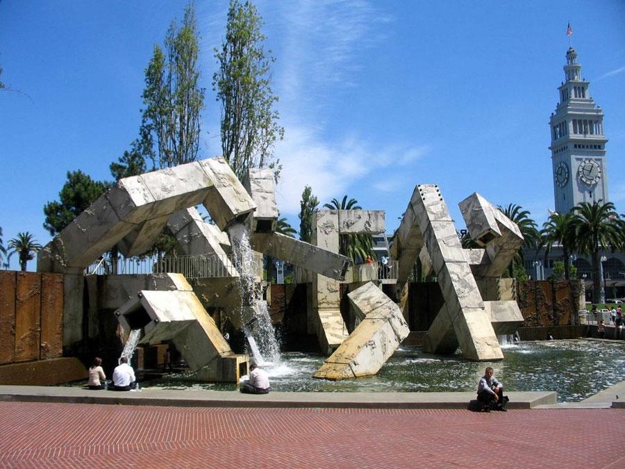 Foto della fontana moderna Vaillancourt a San Francisco