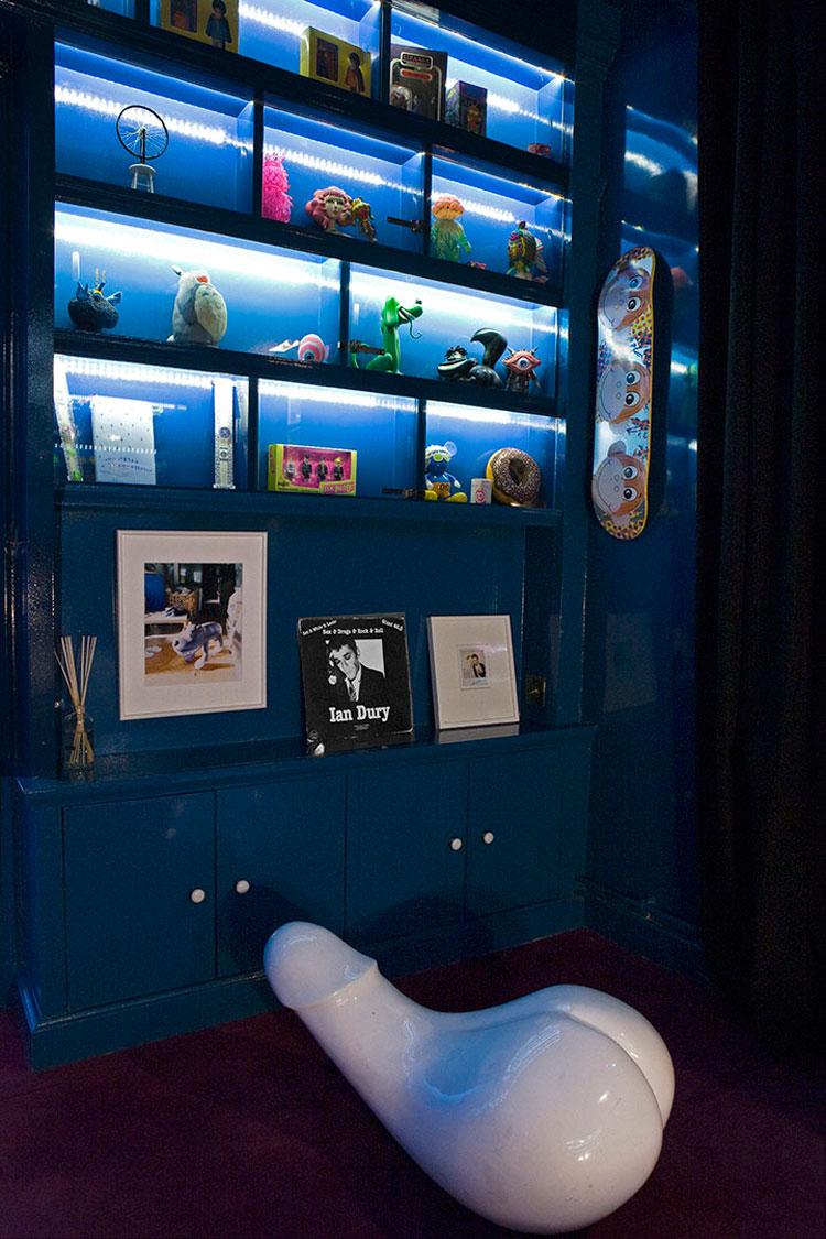 Dettaglio di una camera dell'hotel Amour di Parigi