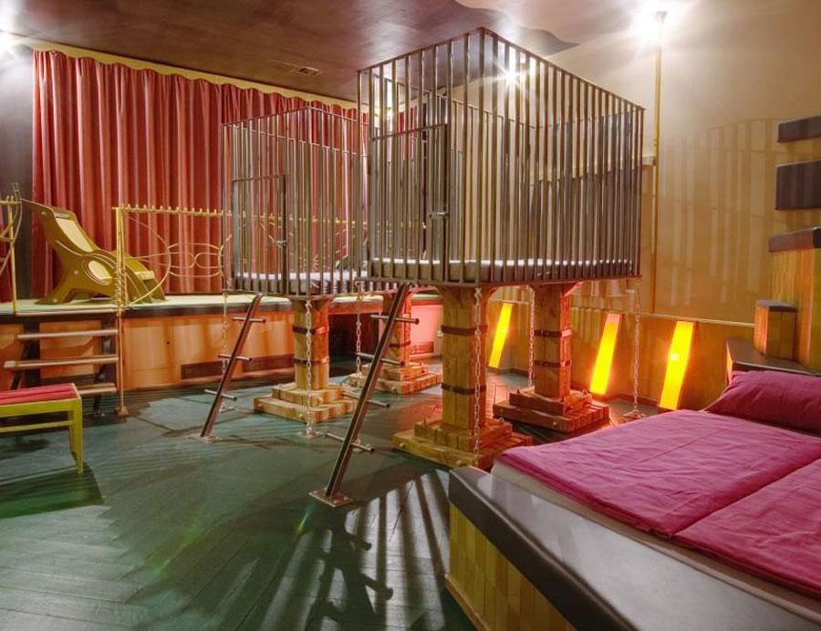 Camera con gabbie dell'hotel Propeller Island City Lodge