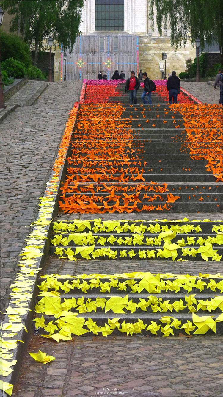 Foto della scalinata decorata di Angers