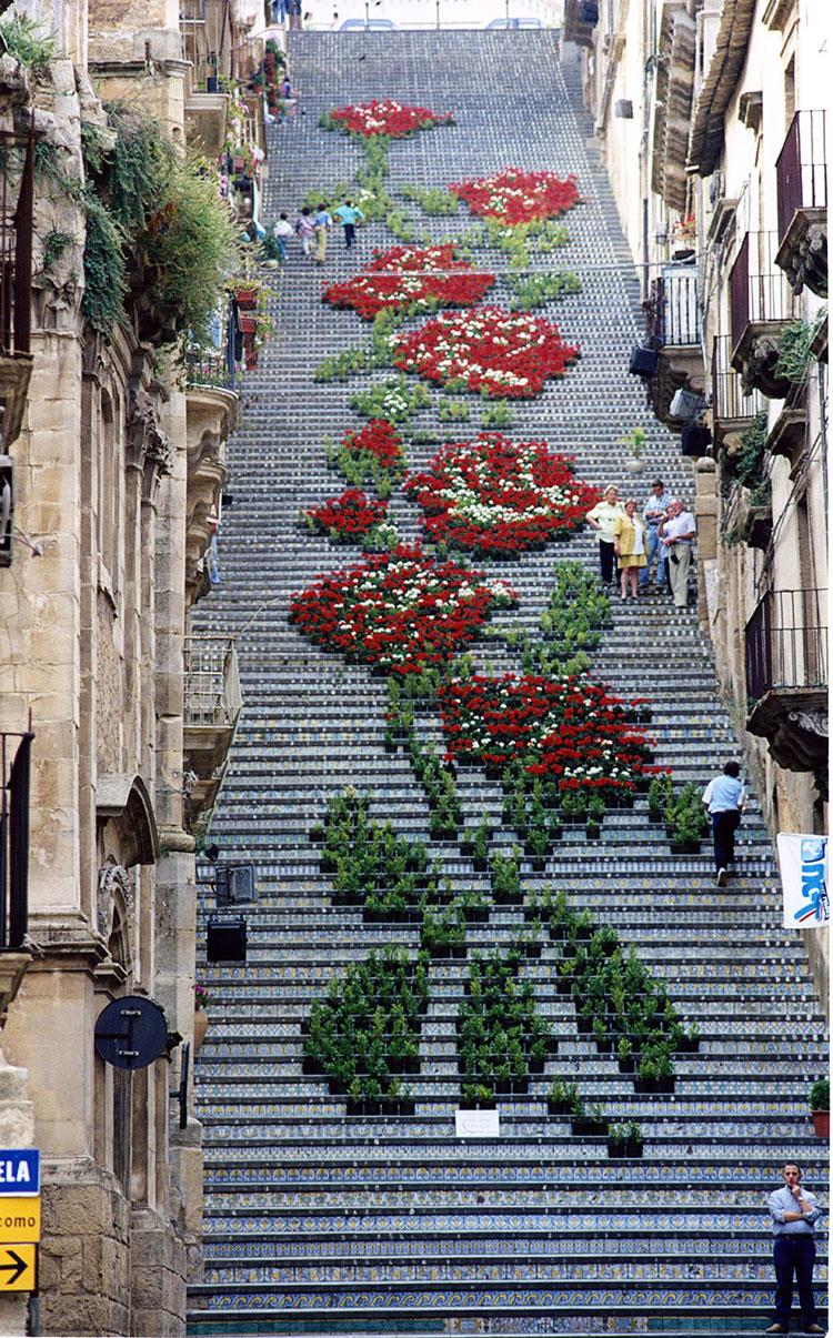 Foto della splendida scalinata di Santa Maria del Monte a Caltagirone