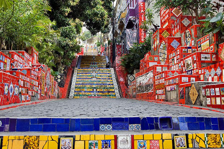 Foto della scalinata decorata Selaron a Rio De Janeiro