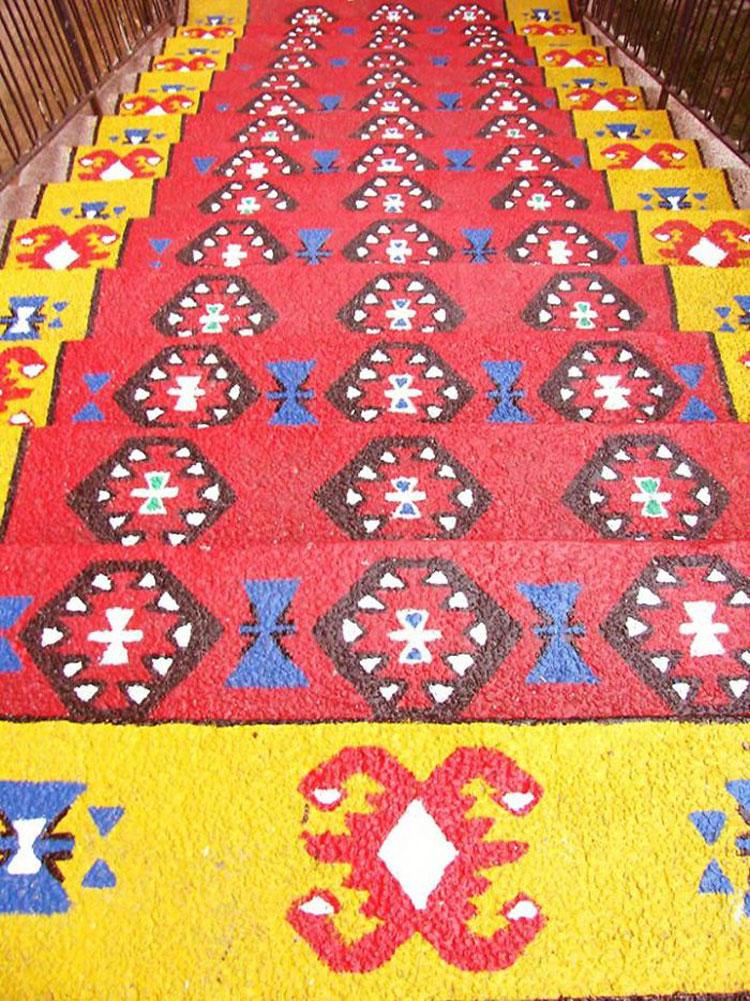 Foto della scalinata decorata come un tappeto a Belgrado