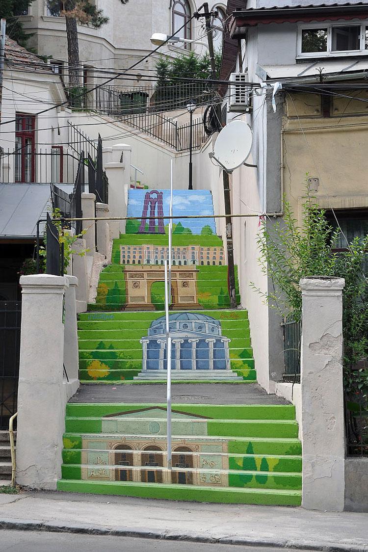 Foto della scalinata colorata Xenofon Street a Bucarest