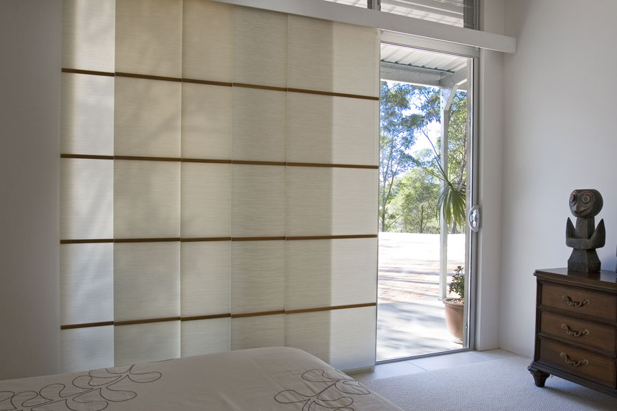 Esempi di tende a pannello moderne per interni