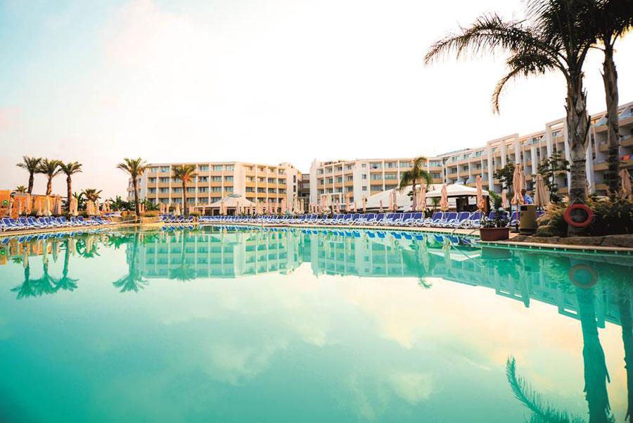 Piscina esterna del db Seabank Resort Spa