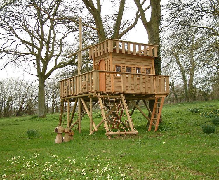 30 meravigliose case sugli alberi per bambini for Case in legno sugli alberi