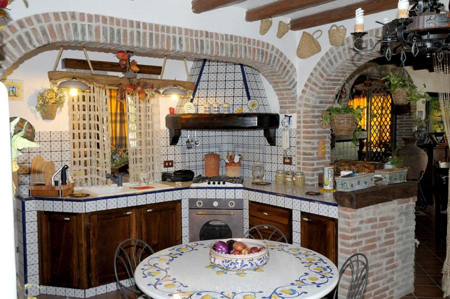 Modello di cucina in muratura rustica n.04