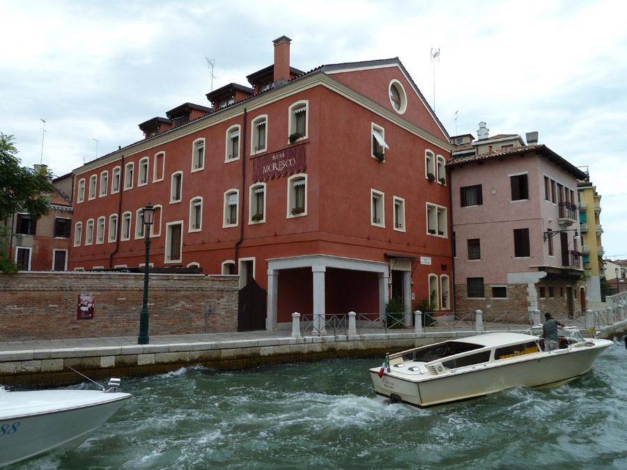 Ingresso dell'hotel Moresco a Venezia