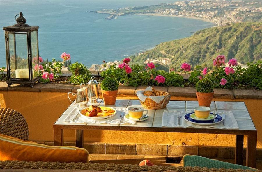 Terrazzo privato dell'hotel Villa Ducale a Taormina