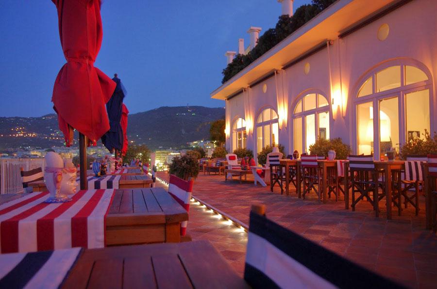 Ristorante all'aperto dell'hotel Maison La Minervetta a Sorrento