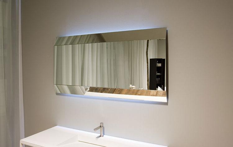 specchio per bagno dal design moderno n21
