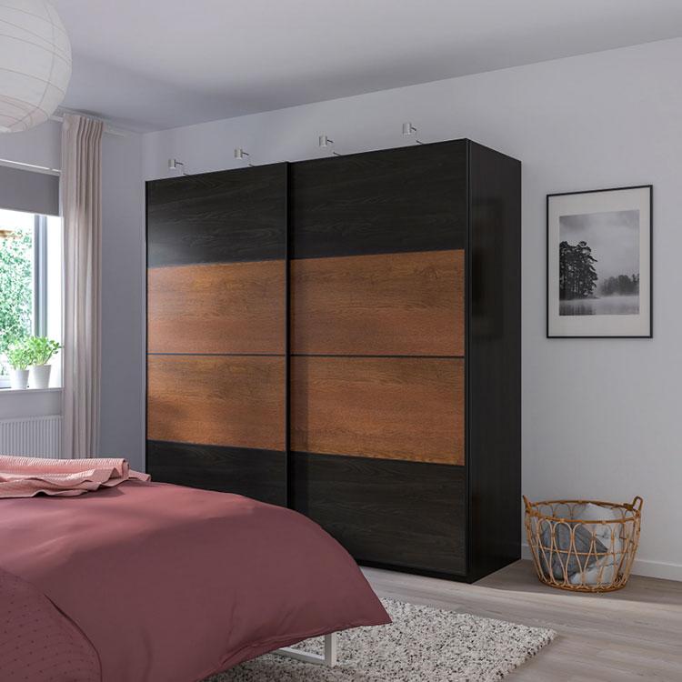 Modello di armadio con ante scorrevoli di Ikea n.01