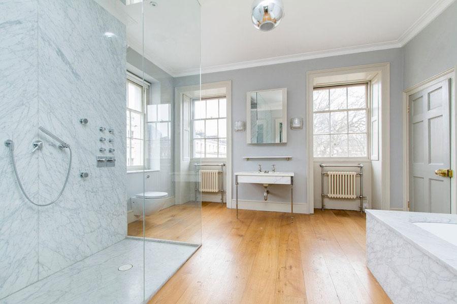 15 foto di bellissimi bagni con arredo tra classico e for Casa moderna bagni
