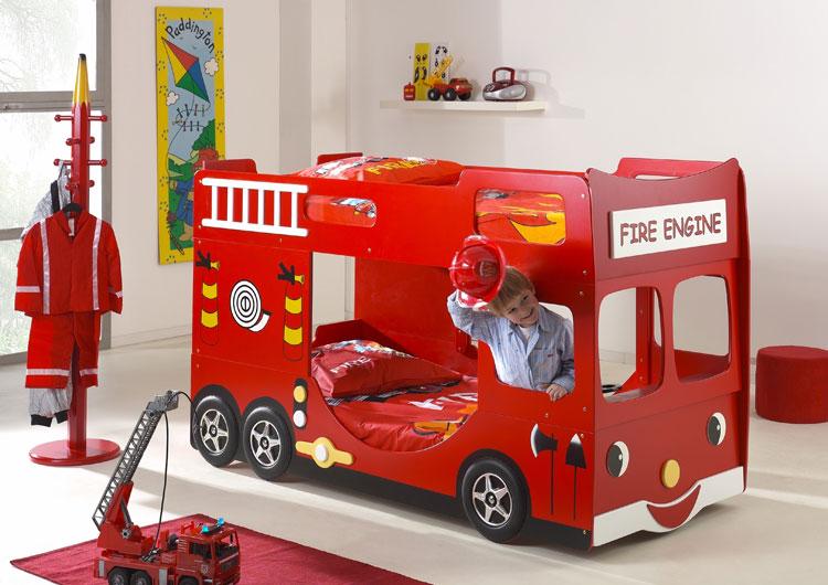 Letto a castello a forma di camion dei pompieri