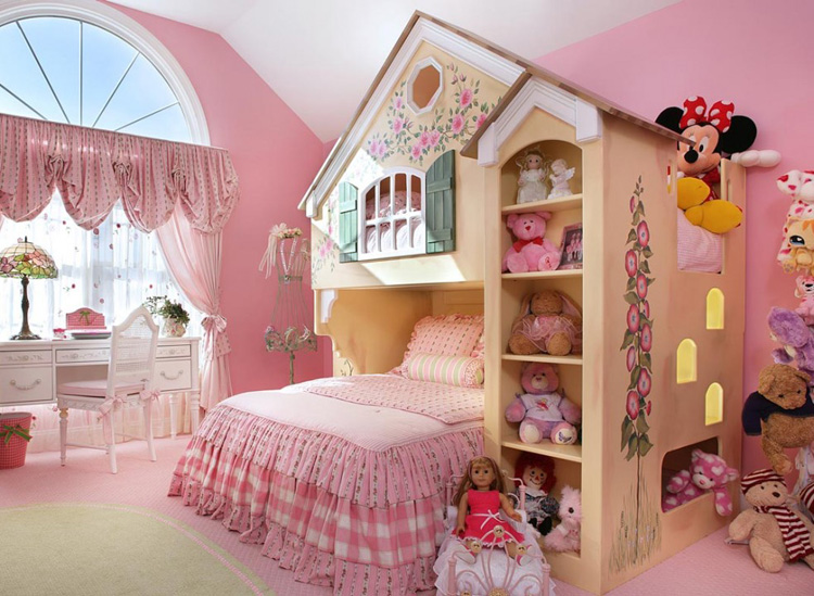 Letto a castello a forma di casa con fiori