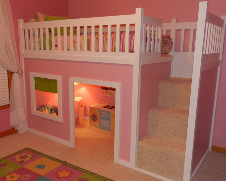 Letto a castello a forma di casa dei giochi