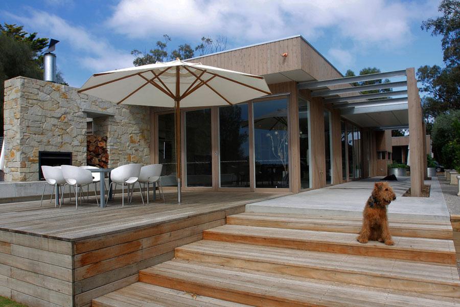 Casa moderna con portico finest idee ingresso casa for Ville con portico in legno