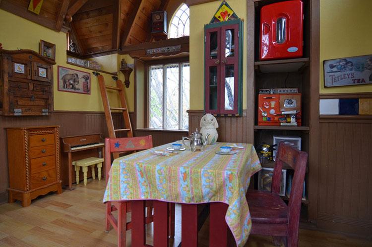 Sala da pranzo della casa sull'albero di Dallas