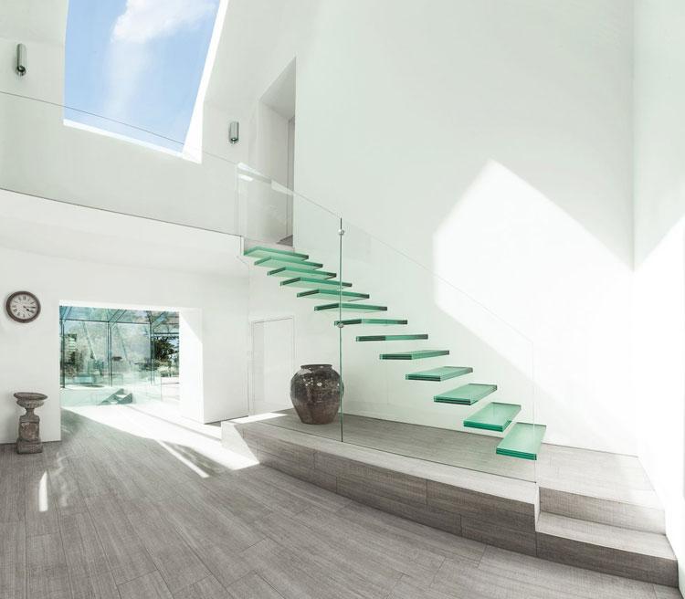 Modello di scala con ringhiera in vetro n.01