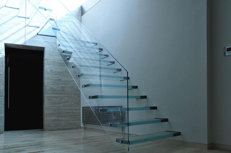 Modello di scala con ringhiera in vetro n.15