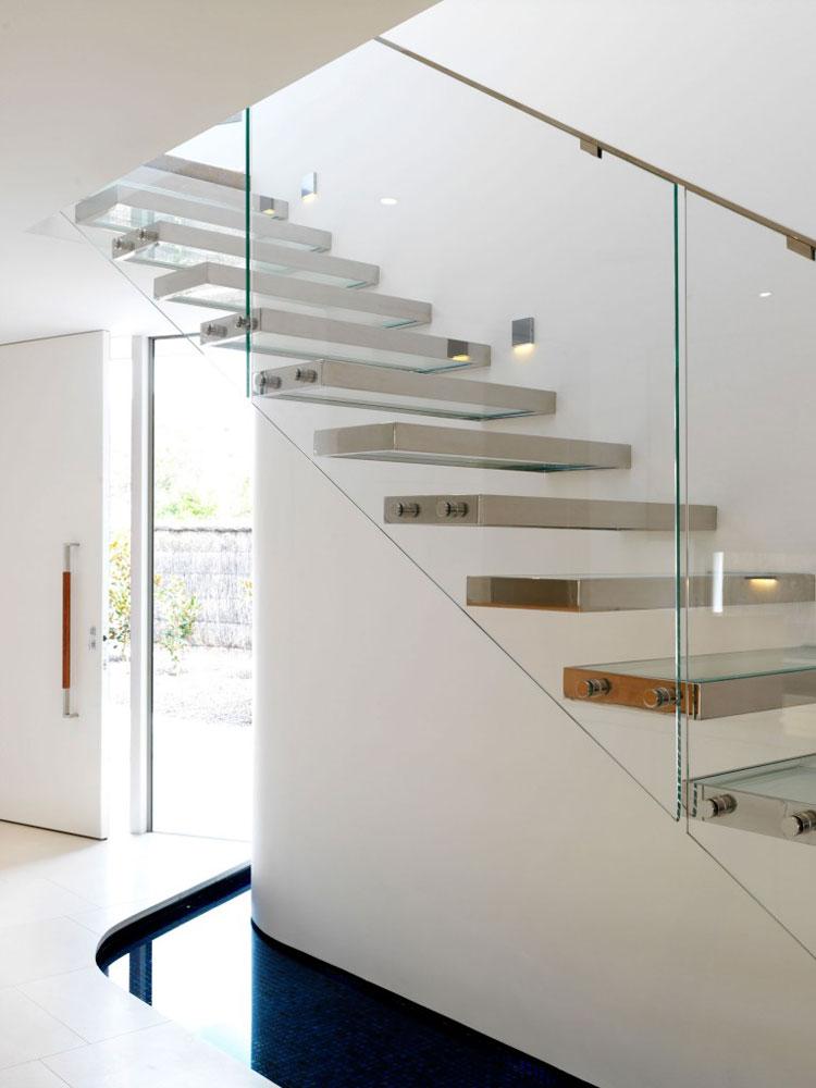 Modello di scala con ringhiera in vetro n.18