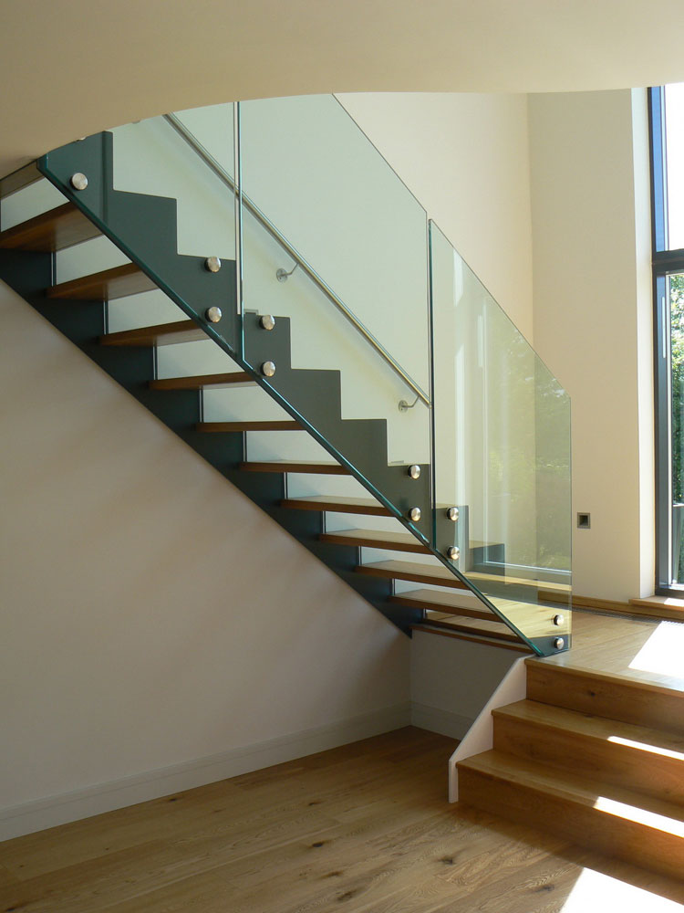 Modello di scala con ringhiera in vetro n.21