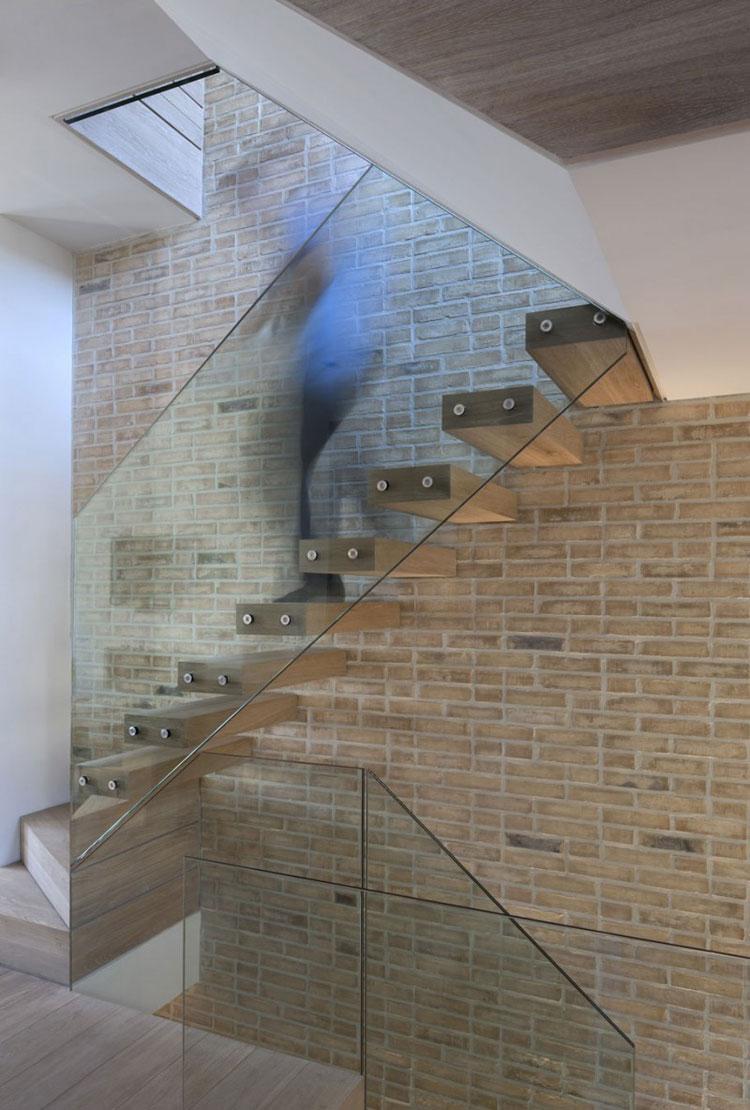 Modello di scala con ringhiera in vetro n.24