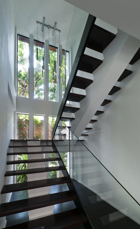 Modello di scala con ringhiera in vetro n.29
