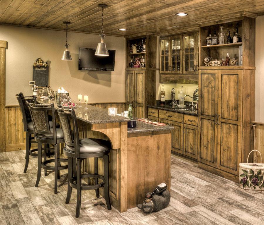 16 esempi di angolo bar in casa con arredamento rustico for Arredamento wine bar