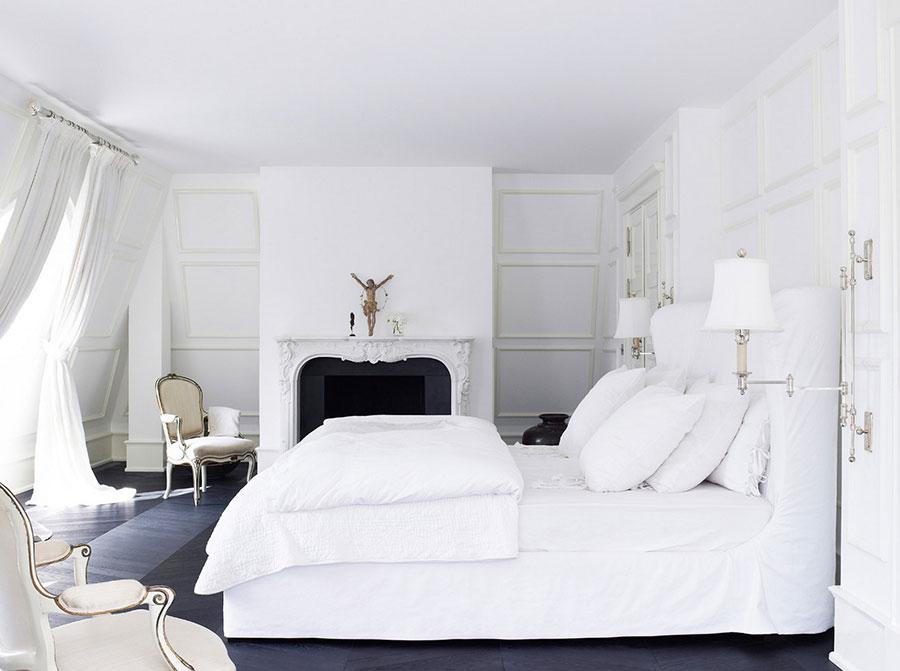 Idee per arredare una camera da letto bianca classica n.04