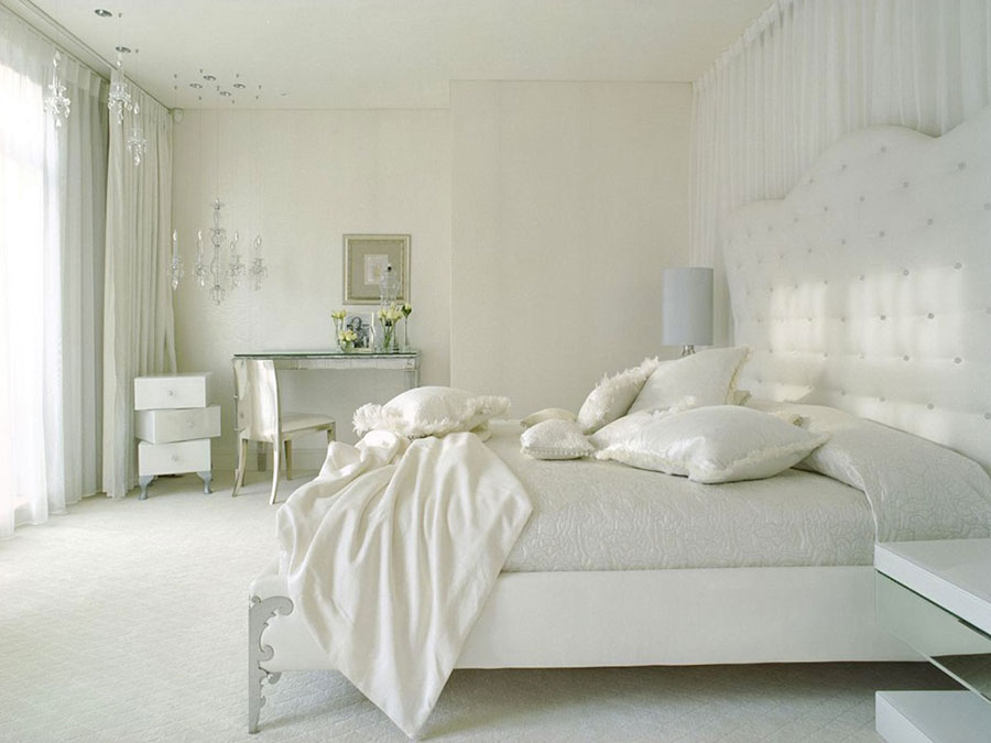 Idee per arredare una camera da letto bianca classica n.05