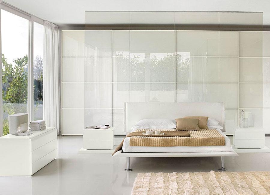 Idee per arredare una camera da letto bianca moderna n.04