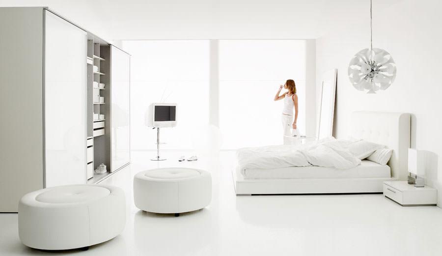 Foto di camera da letto bianca n.12